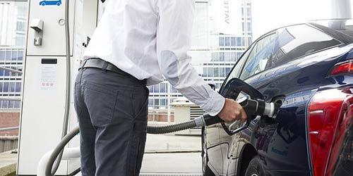 repostando-coche-de-pila-de-combustible